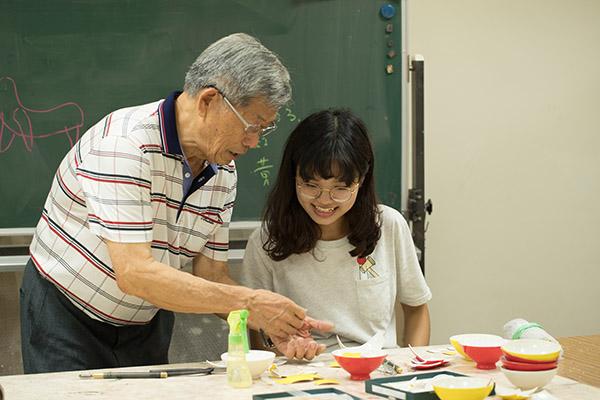 在臺藝大古蹟藝術修護學系的授課情景