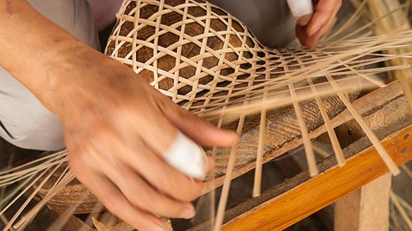 斗笠是套在笠模上編織而成