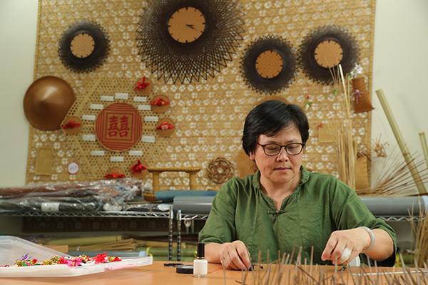 編織的樂趣常讓謝玉環忘情其中