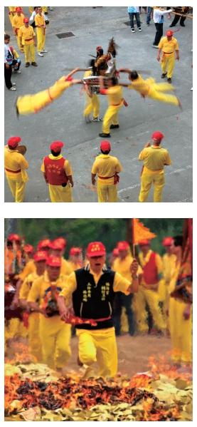 福海宮– 飛輦轎、過金火/ 照片由桃園市攝影學會提供
