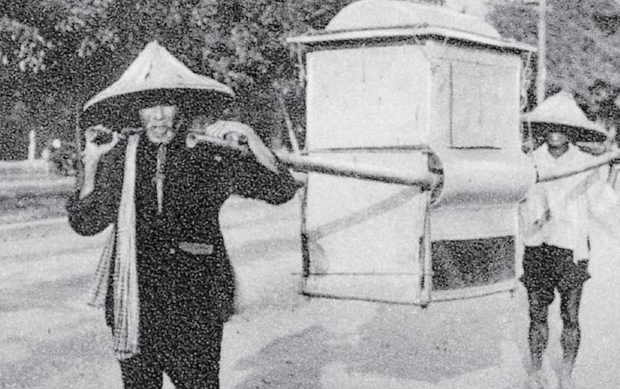 閩南傳統男性多著對襟衫,下穿長褲,有時會戴斗笠
