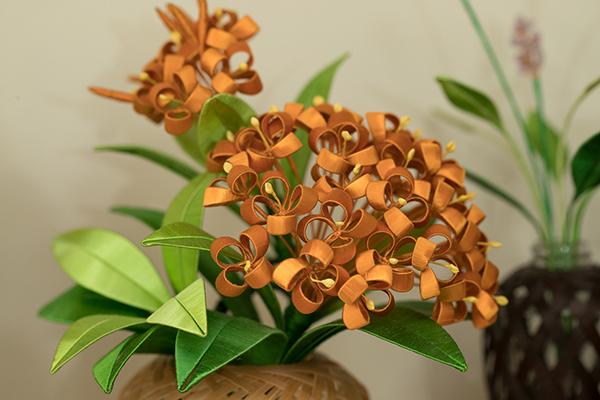 除了傳統造型,謝玉環也嘗試其他花卉造型