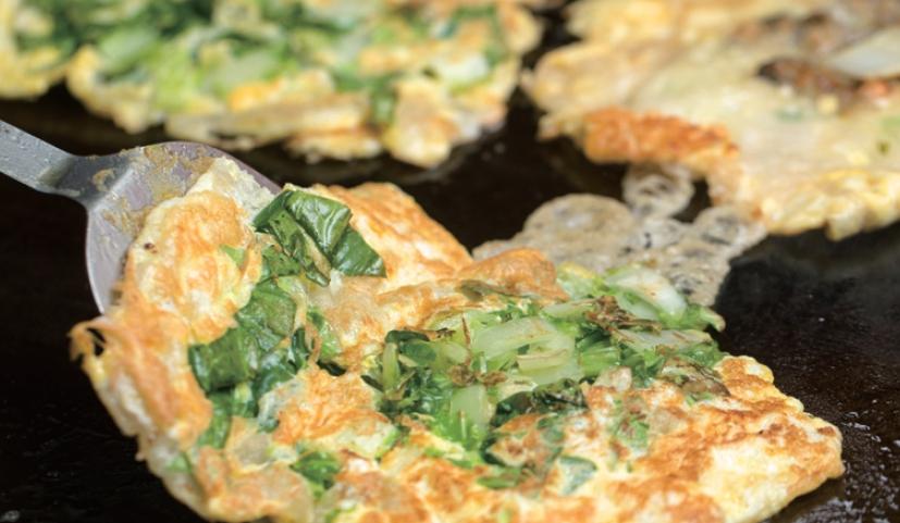 隨處可見的蚵仔煎是經典臺式小吃